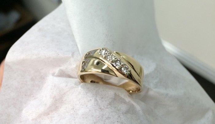 Обручальное кольцо, побывавшее в измельчителе мусора (18 фото)