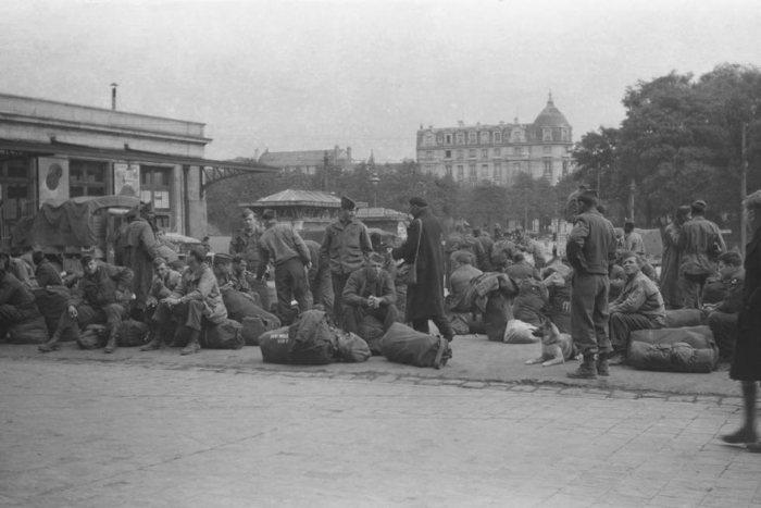 Восстановленные снимки, сделанные неизвестным солдатом во времена Второй мировой войны (21 фото)