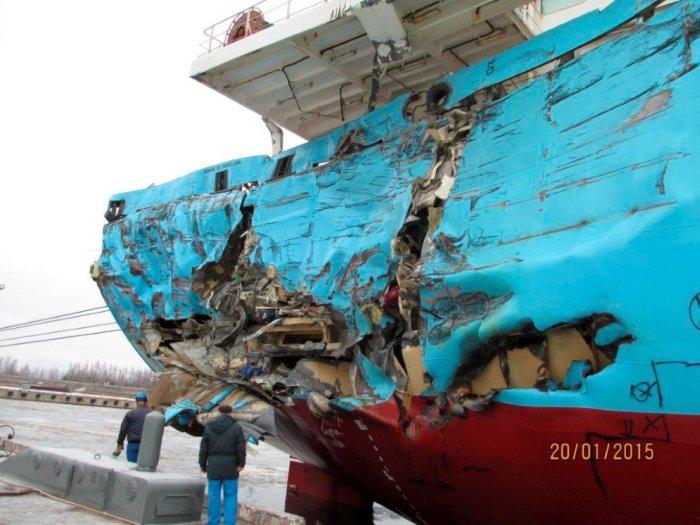 Морская авария в Ирбенском проливе (4 фото)
