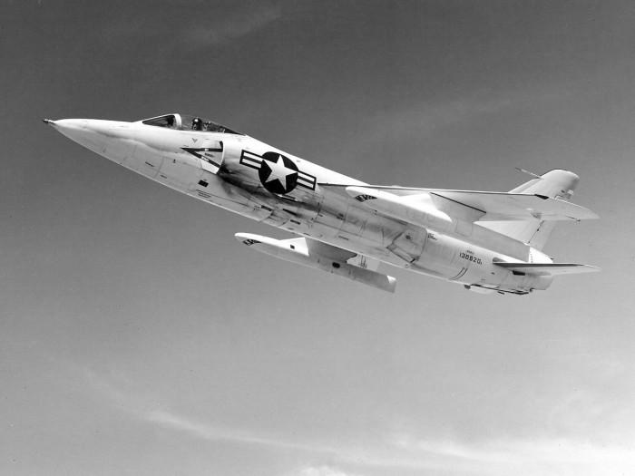 Как американский летчик подбил собственный самолет (5 фото)