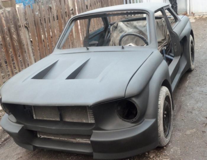 Уникальный ЗАЗ 968 «Запорожец», стилизованный под Ford Mustang (34 фото)