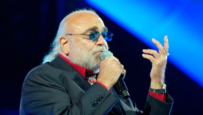 В Афинах на 69 году жизни скончался известный певец Демис Руссос (3 фото)