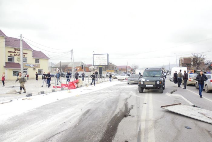 Под Новороссийском в массовом ДТП столкнулись 15 транспортных средств (17 фото + видео)