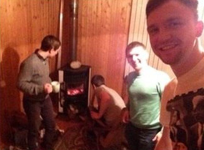 Неудавшийся отдых парней (4 фото)