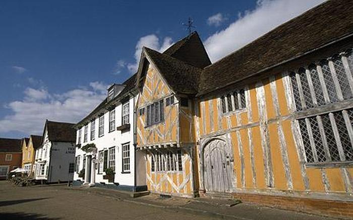 Кривая архитектура английской деревни Лавенхэм (14 фото)