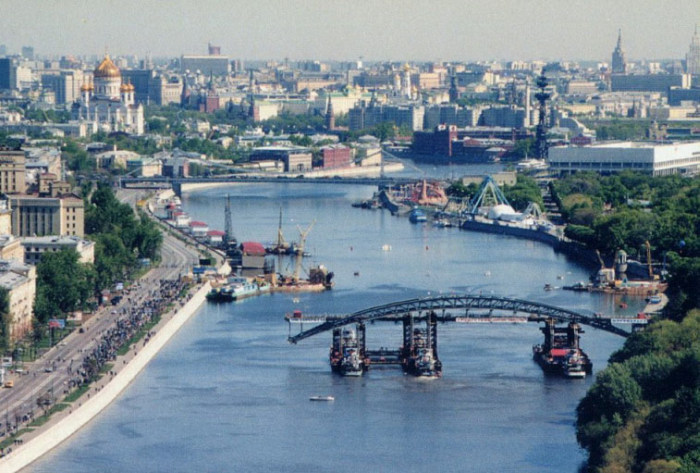 Как в Москве перемещали Андреевский мост (8 фото)
