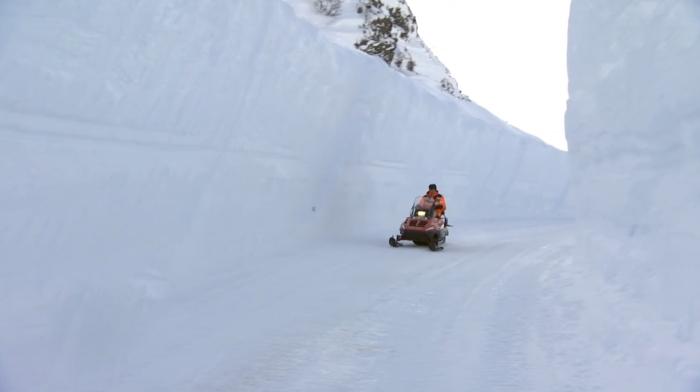 Удивительная и опасная горная дорога в Норвегии (6 фото)