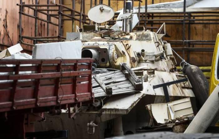 Бразильская полиция во время обыска склада обнаружила два танка (3 фото)