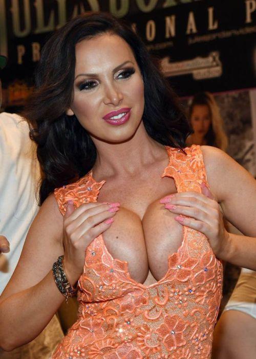 В Лас Вегасе прошла ежегодная порно-выставка Adult Entertainment Expo 2015 (65 фото)