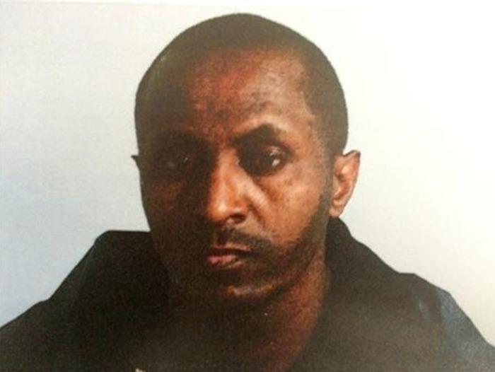 Темнокожего грабителя в маске приняли за белого мужчину (3 фото)