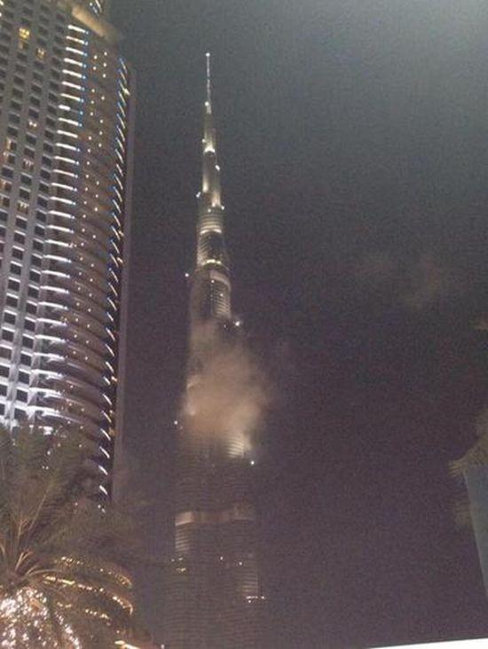 Пользователи соцсетей распространили фейк о пожаре в небоскребе Бурдж-Халифа (5 фото)