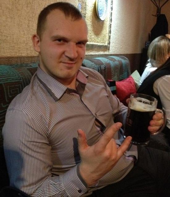 В Екатеринбурге полицейского уволили из-за фото в соцсети (6 фото + видео)