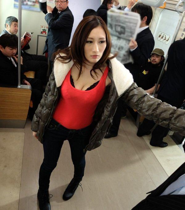 В Китае лучшего сотрудника компании Qihoo 360 наградят ночью с порнозвездой. НЮ (22 фото)