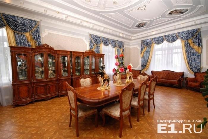 В Екатеринбурге продается роскошный цыганский особняк (18 фото)