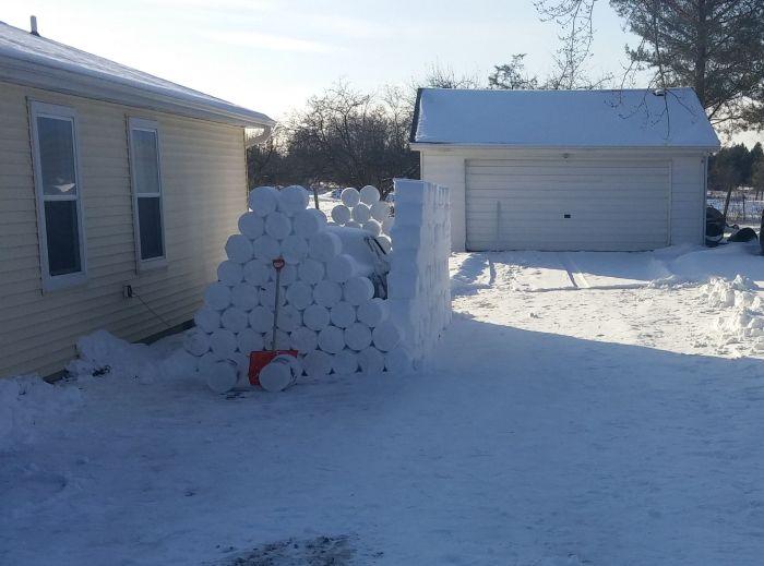 Зимний розыгрыш соседа (27 фото)