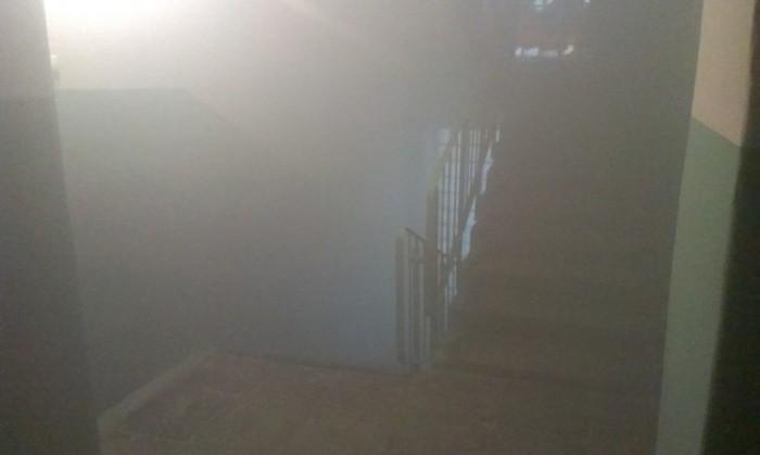 Инцидент на лестничной площадке (4 фото)