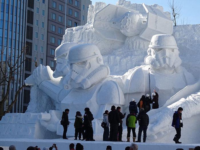 Снежная скульптура для фанатов Звездных войн (12 фото)