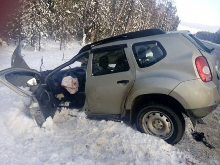 В ХМАО мародеры украли детали с автомобиля, пострадавшего в ДТП (4 фото)