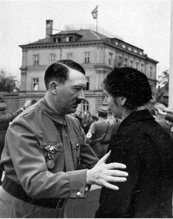 Самые неожиданные факты о жизни Адольфа Гитлера (15 фото)