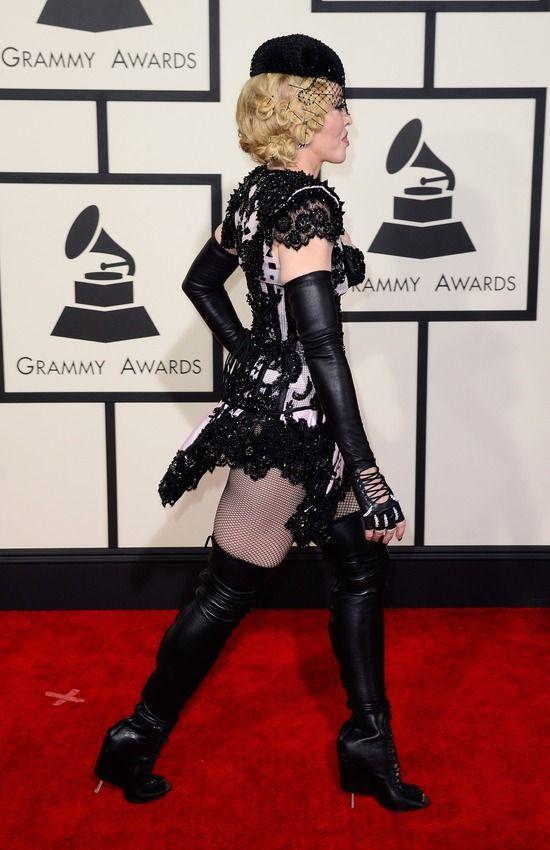 Мадонна в костюме «сексуального матадора» шокировала зрителей премии «Грэмми» (7 фото)