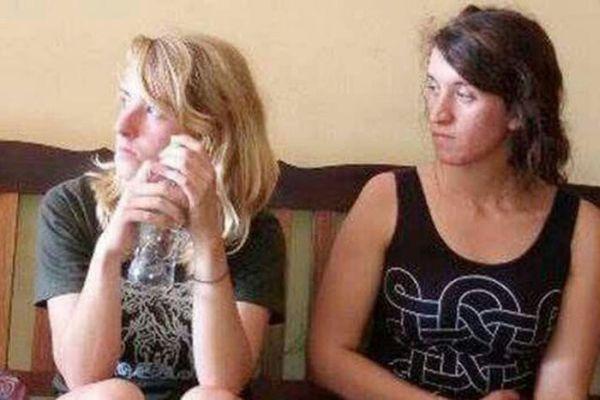 Двух американок депортировали из Камбоджи за эротический фотосет (11 фото)