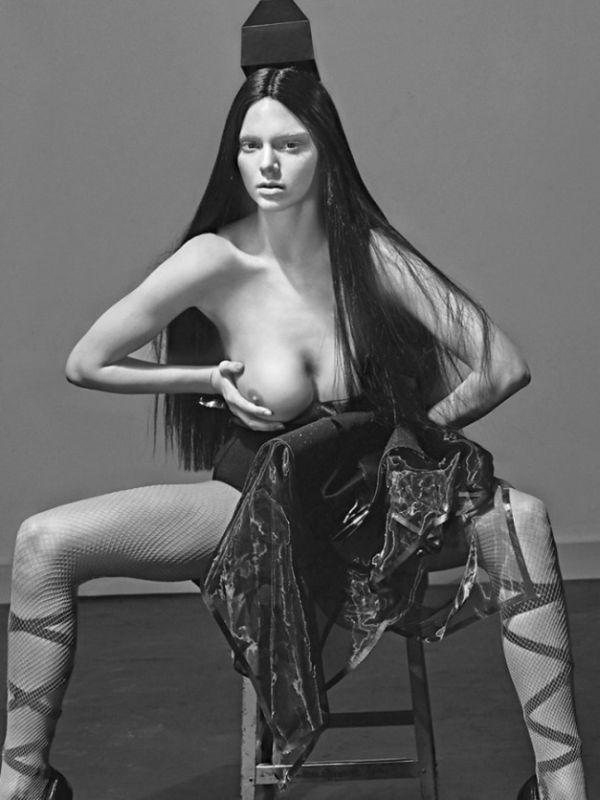 фото голых сестер кардашьян