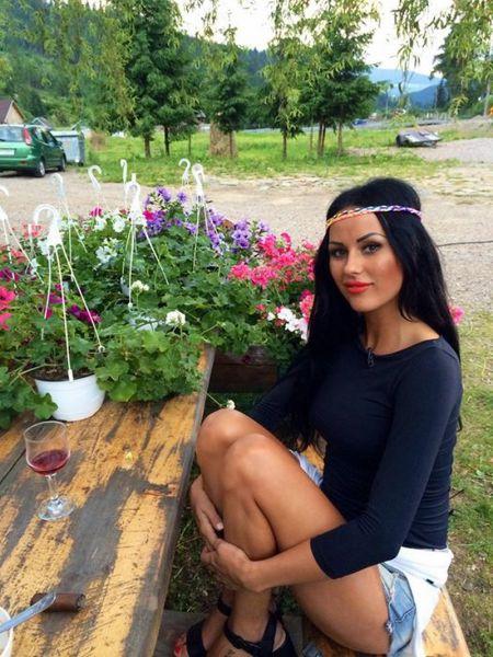 Румынских звезд шоу-бизнеса подозревают в проституции (21 фото)