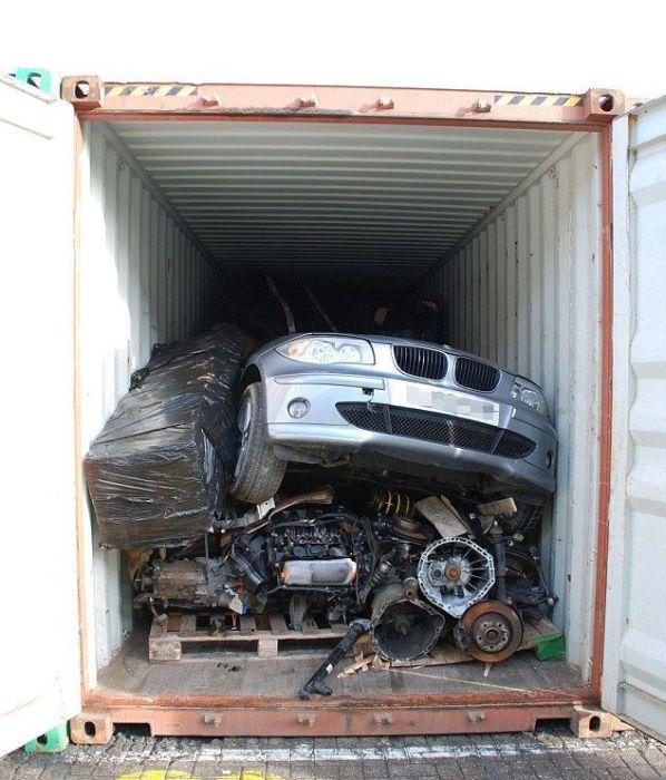 Британские воры отправляли угнанные машины в Кению (9 фото)