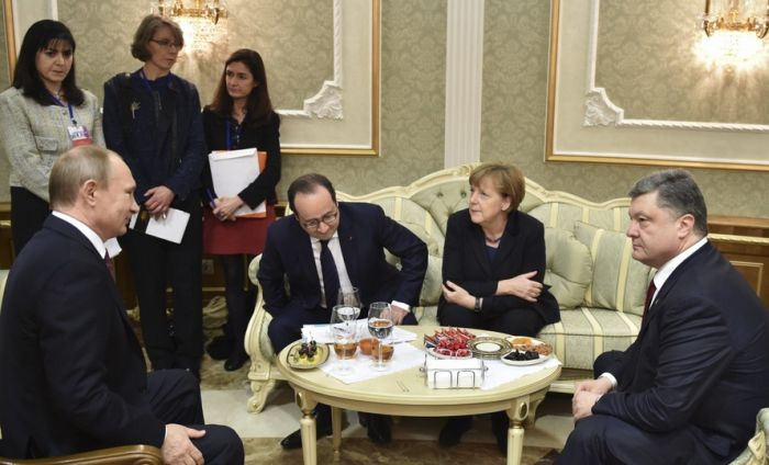 В ходе «нормандских» переговоров удалось договориться о прекращении огня (23 фото)