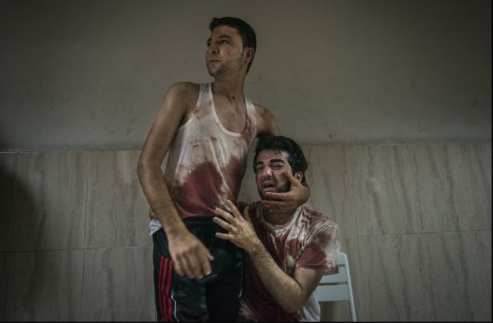 На фотоконкурсе World Press Photo лучшим фото стало изображение питерской ЛГБТ-пары (4 фото)