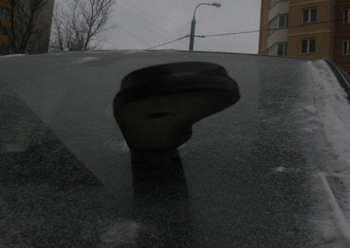 Одно из возможных последствий ночной парковки автомобиля во дворе (4 фото)