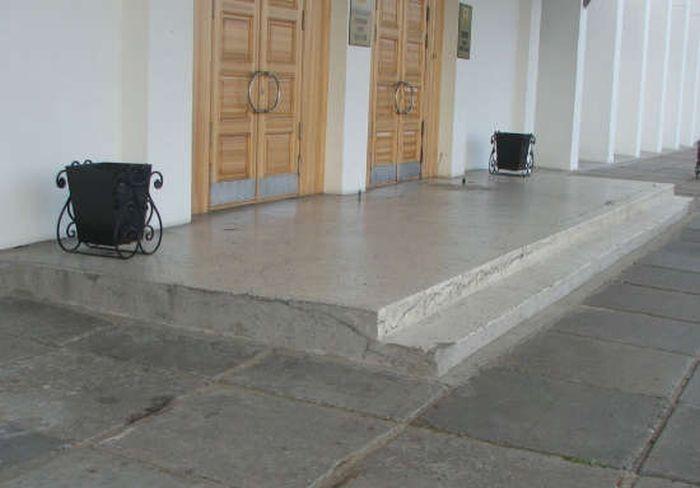 На новое крыльцо мэрии Архангельска ушло более 1 миллиона рублей (2 фото)