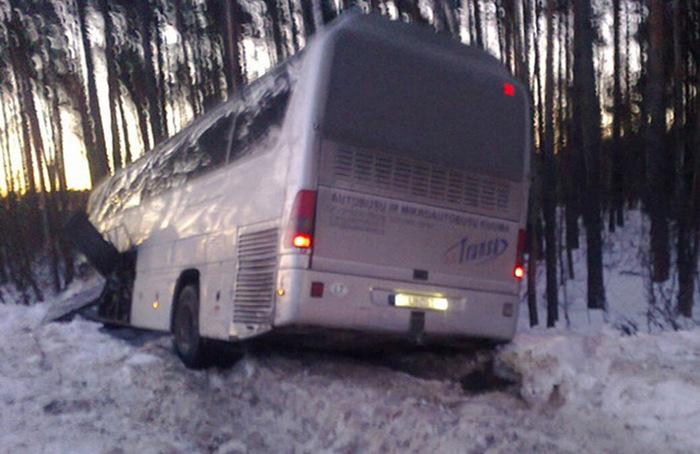 Во Владимирской области в ДТП попал автобус с литовскими хоккеистами (6 фото)
