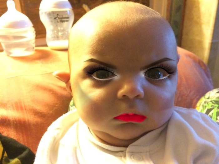 Младенец и макияж (7 фото)