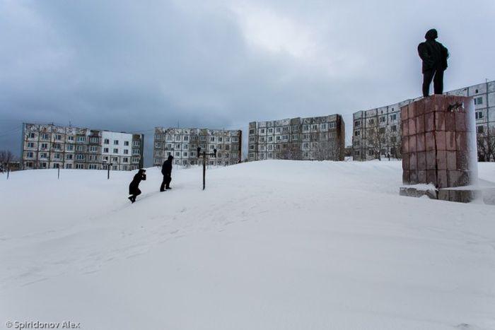 На Камчатке ликвидируют последствия сильного снегопада (50 фото)