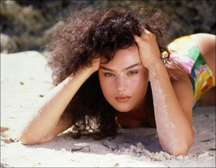 Как изменилась внешность Моники Беллуччи за несколько десятилетий (25 фото)