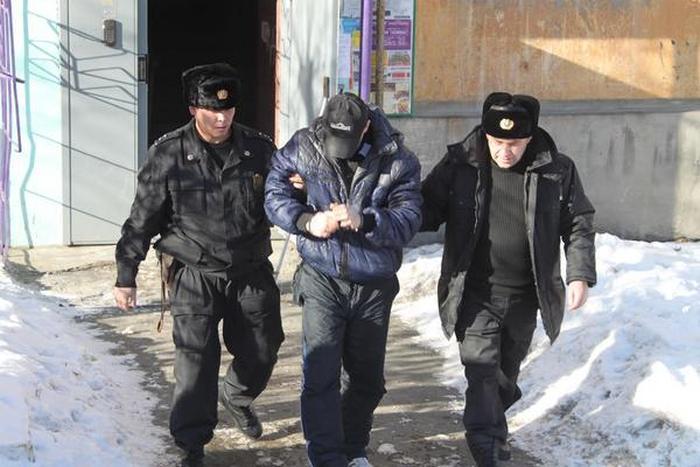 В Екатеринбурге подсудимый спрятался от судебных приставов в холодильнике (5 фото + видео)