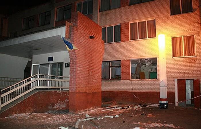 В Черниговской области задержали мужчину, который принес в школу гранатомет (7 фото)