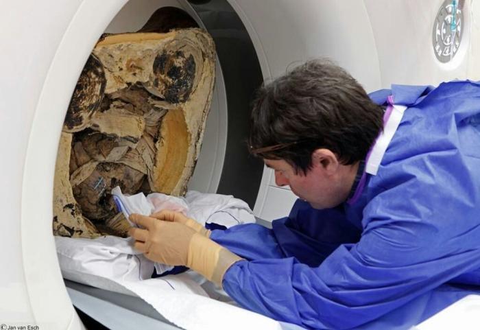 Скульптура возрастом более 1000 лет хранила в себе мумию монаха (4 фото)