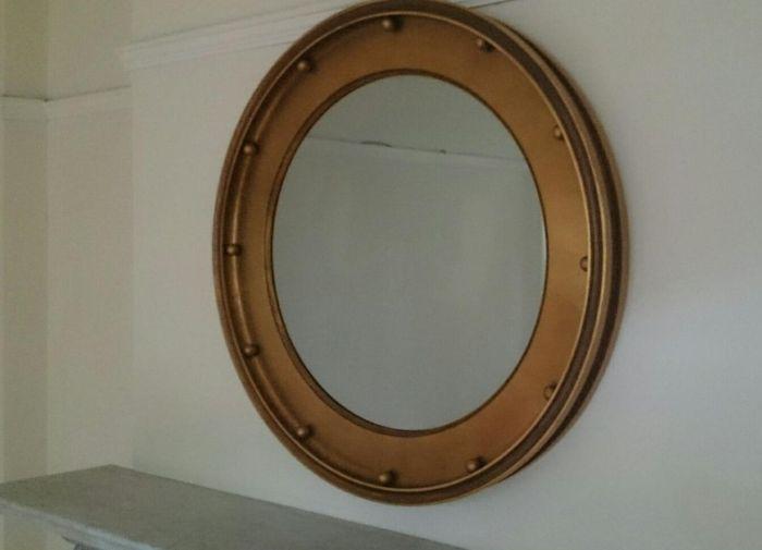 Находка за зеркалом в съемной квартире (3 фото)