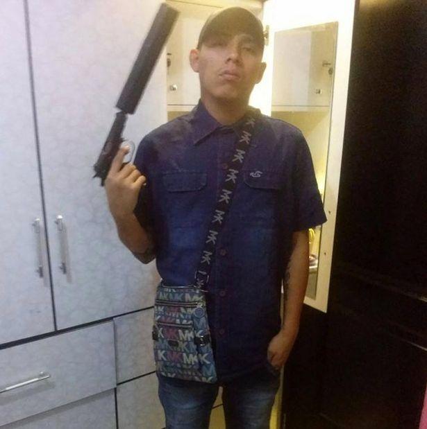 Полиция Перу арестовала мужчину, представлявшегося киллером в соцсети (4 фото)