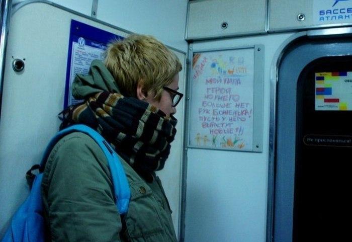 В метро Санкт-Петербурга появились антивоенные плакаты (4 фото)