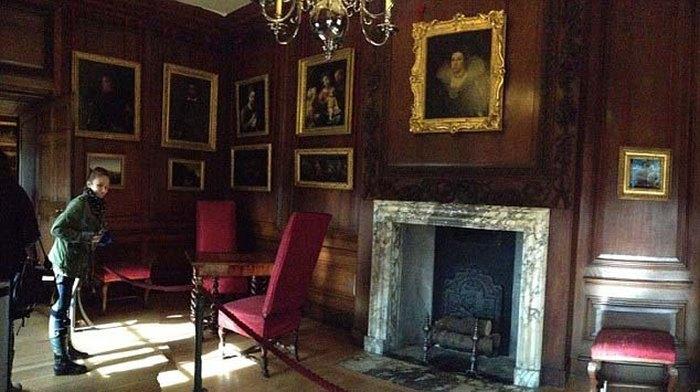 В лондонском дворце Хэмптон-Корт сфотографировали приведение «Серой леди» (12 фото)