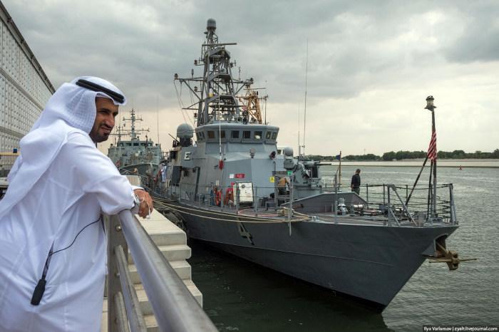 Фоторепортаж с выставки оружия International Defence Exhibition в Абу-Даби (64 фото)