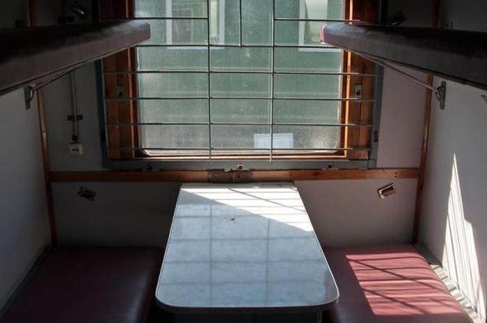 Знакомство с вагоном для транспортировки заключенных (15 фото)