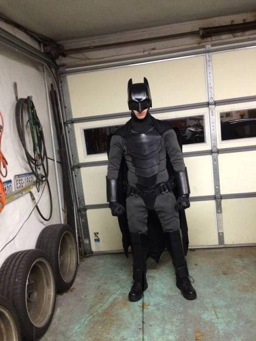 Самодельный костюм Бэтмена, в котором не страшно ввязаться в драку (14 фото)