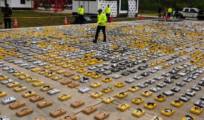Полиция Колумбии изъяла 3,3 тонны кокаина на сумму более 90 млн долларов (6 фото)