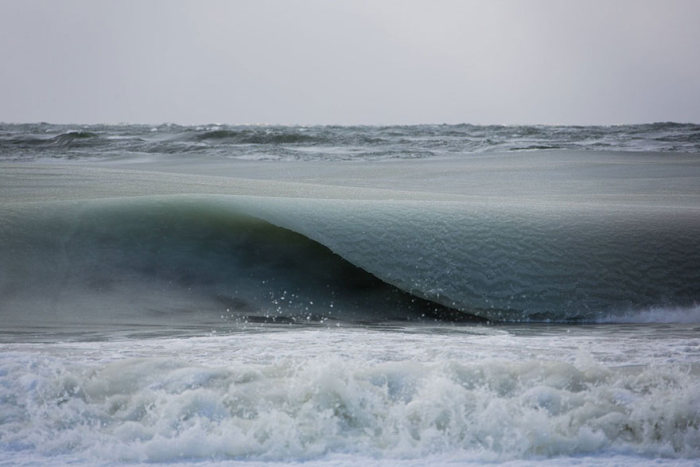 Замерзшие волны Атлантического океана (5 фото)