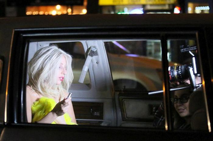 На съемках сериала «Американская история ужасов» папарацци удалось сделать интимное фото Леди Гаги. НЮ (7 фото)