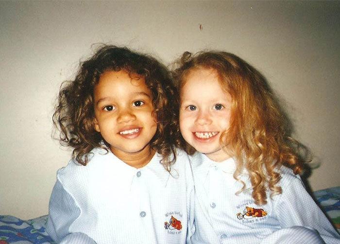 Что может роднить этих двух девушек? (11 фото)